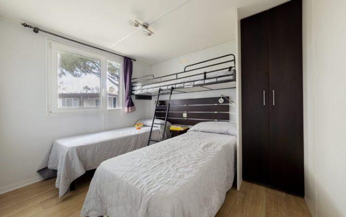 Adria plus bedroom